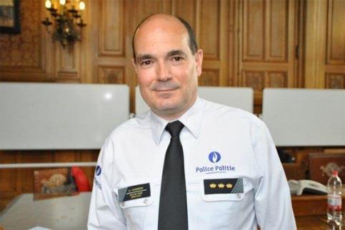 Hommage au commissaire divisionnaire david yansenne jean - Grille de salaire commissaire de police ...